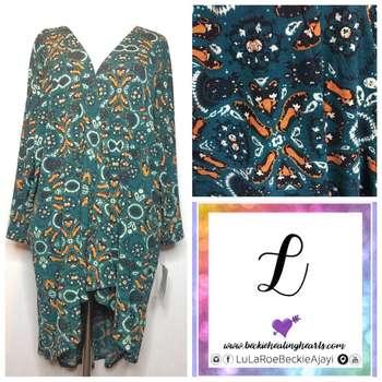 Lindsay Kimono (L)
